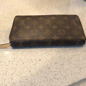 Louis Vuitton Zippy organizer wallet